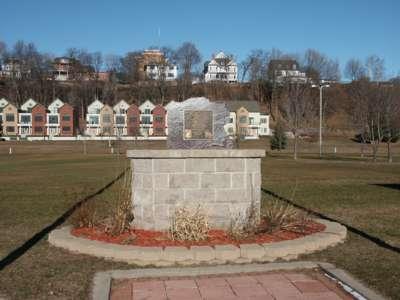 Monument122706.jpg